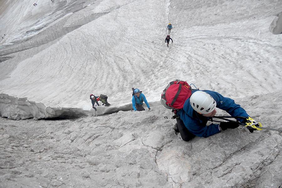 Klettersteig Zugspitze Höllental : Zugspitze via höllental . der sprung über die randkluft